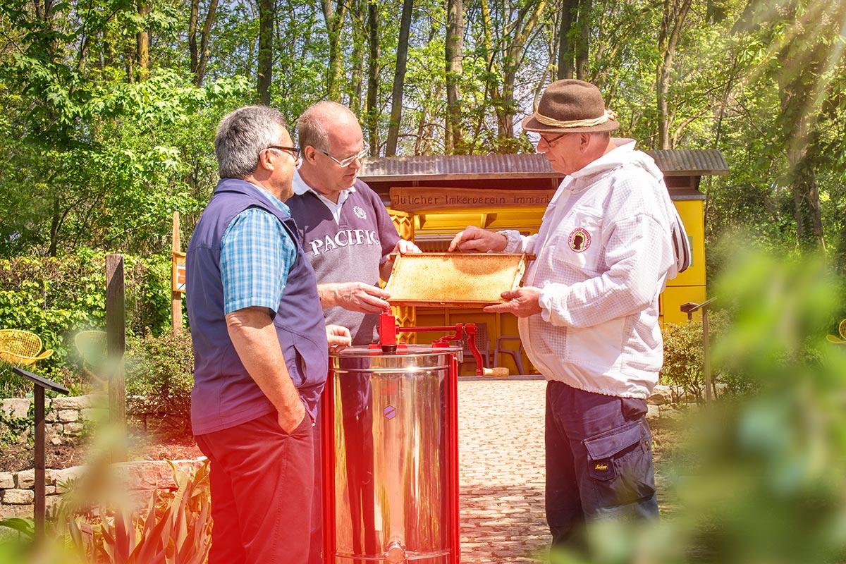 Jülicher Imkerverein Immentreu e.V. im Brückenkopf-Park Jülich mit dem 1. Vorsitzendem Manfred Kochs